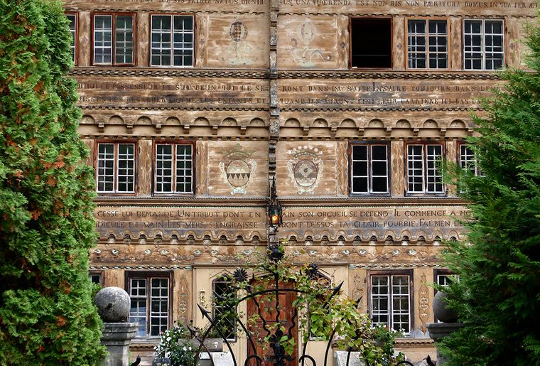 Facade ouvragée Grand Chalet Balthus.jpg