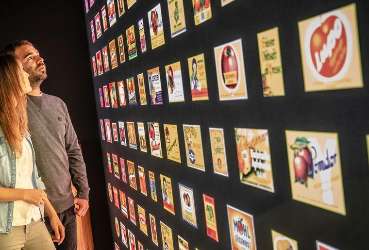 museumsbesuch-3-kino-flaschen-etiketten.jpg
