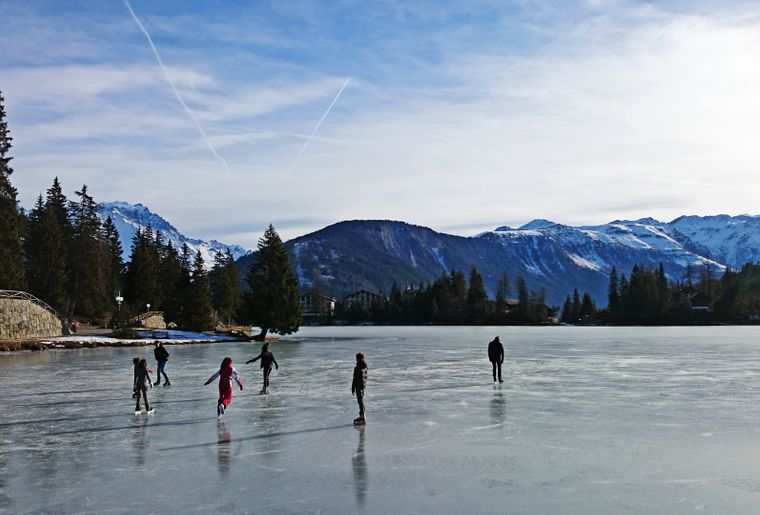 champex-lac-gele-patinoire-2.jpg