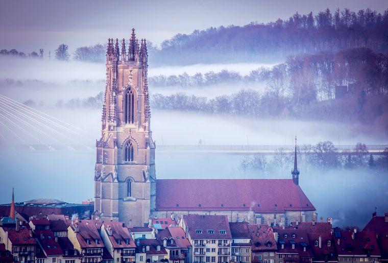 Tour de la cathédrale.jpg