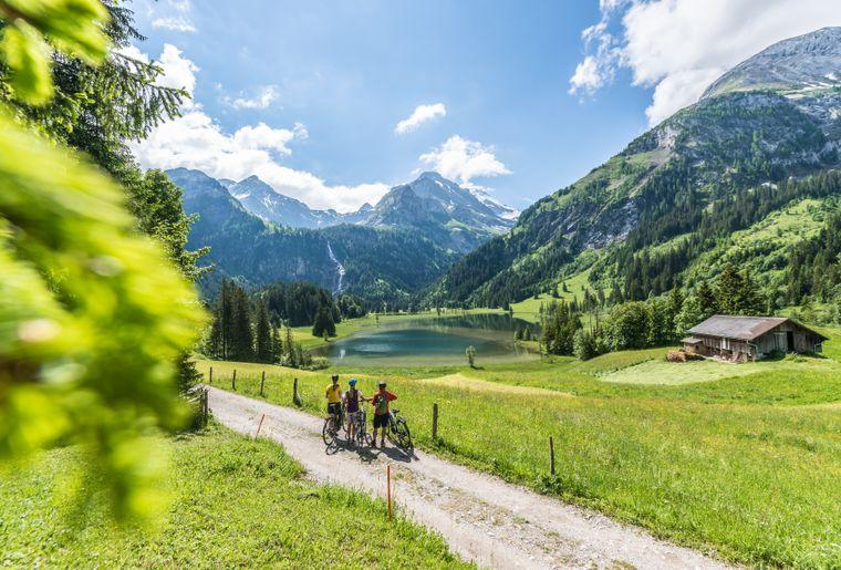 Lauenensee-gstaad-e-bike-velo-gruyere-comte-electrique.jpg