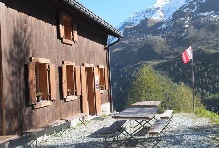 cabane-petit-mountet-refuge-anniviers-zinal.jpg