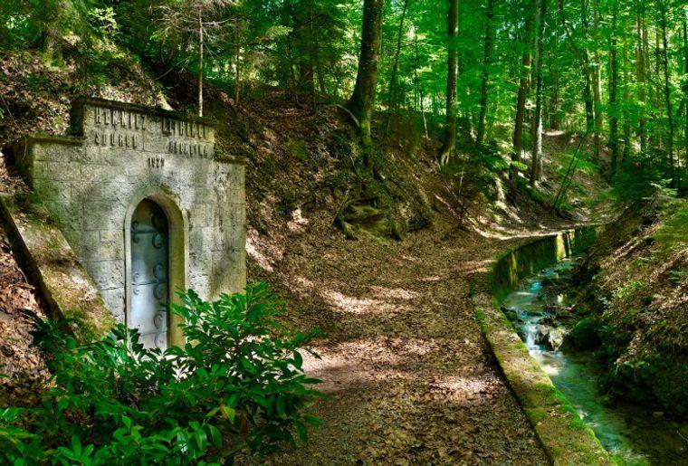 romont-sentier-henniez-source-eau.jpg