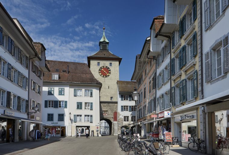 Shopping_Solothurn_Gurzelngasse_2 © Solothurn Tourismus_Tino Zurbrügg.jpg
