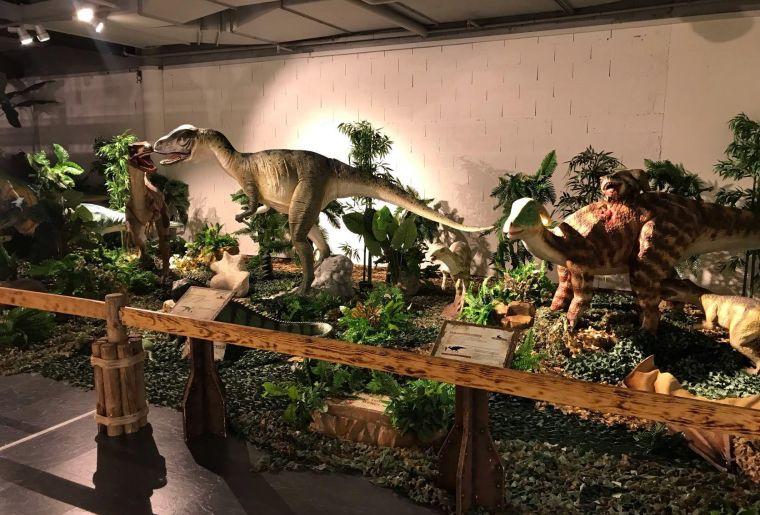 dinosauria.jpg