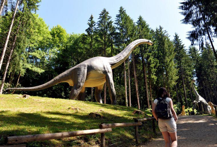 Brachiosaure + Femme.jpg