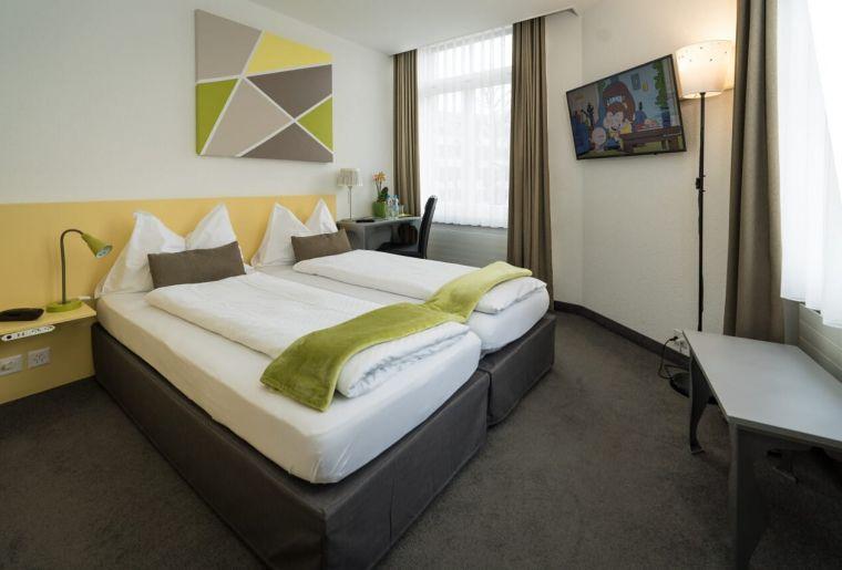 Hotel WAldhorn Zimmer 2.jpg