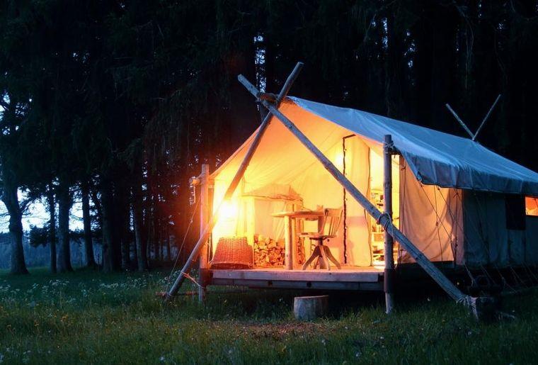 dormir-ailleurs-gruyere-tente-hebergement-insolite-camping.jpg