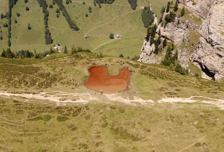 Lac rouge.jpg