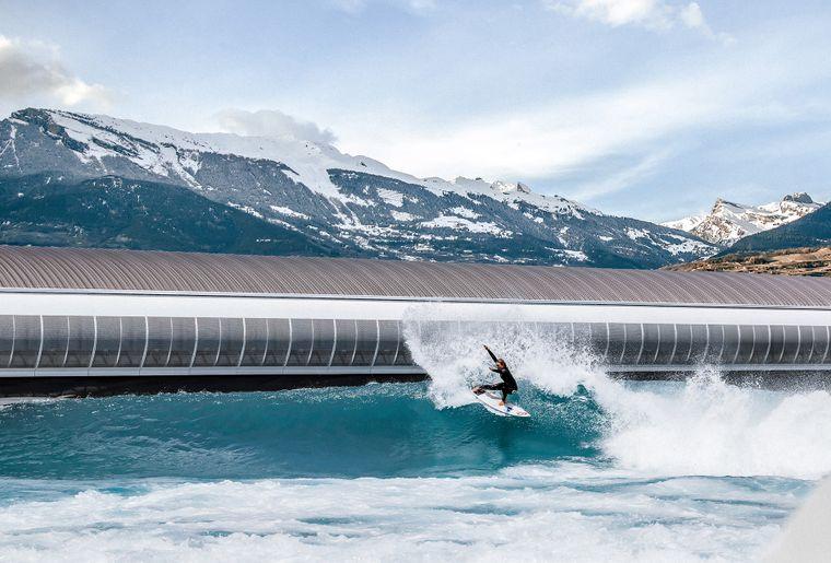 alaia-bay-sion-surf-bassin-piscine-vague.jpg
