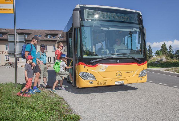 car-postal-excursion-famille-bus-marchairuz.jpg