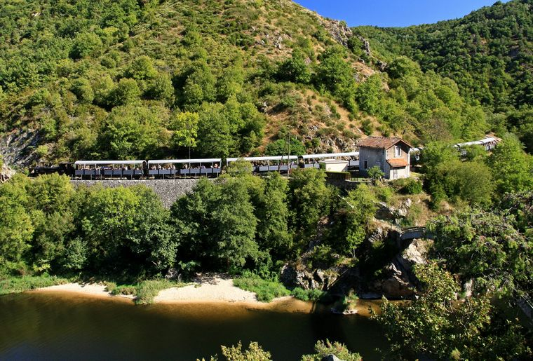 ©M.Rissoan-ADT07-Vallee_du_doux-Train_de_l_Ardeche.jpg