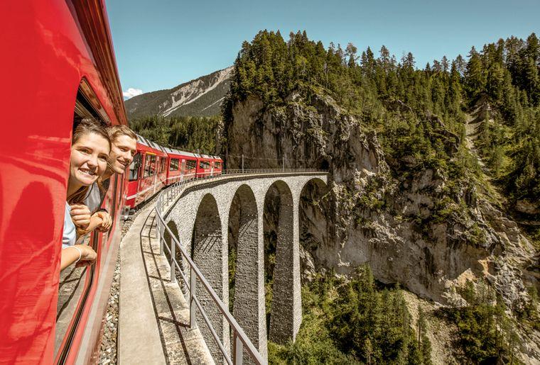 viaduc-landwasser-grisons-train
