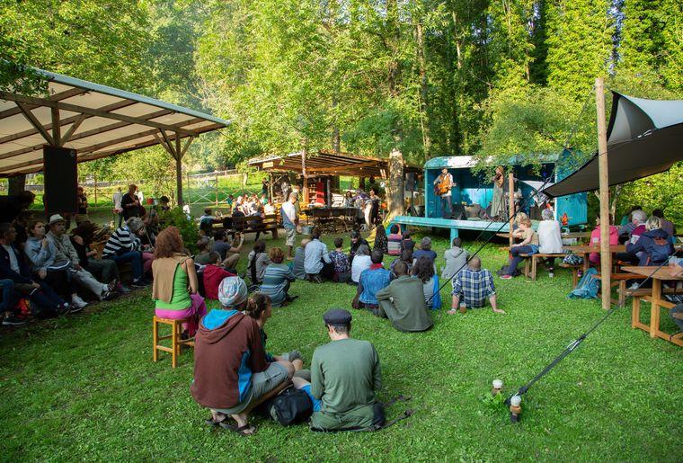 Romainmotier-festival-scenes-chapiteau-scènes
