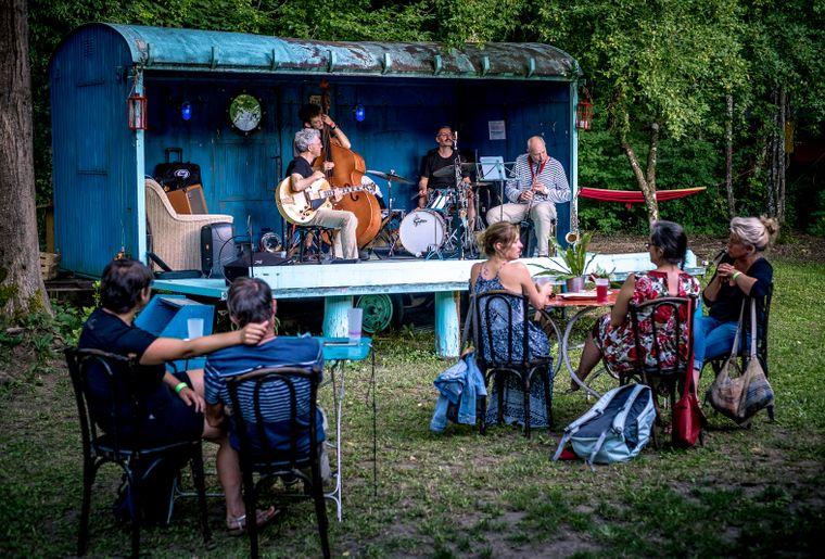 Romainmotier-festival-scenes-chapiteau-concert
