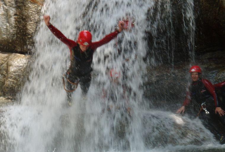 canyoning-adventure-und-action-erlebnisregion-mythen_3.JPG
