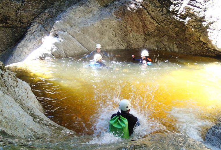 canyoning-adventure-und-action-erlebnisregion-mythen_4.jpg