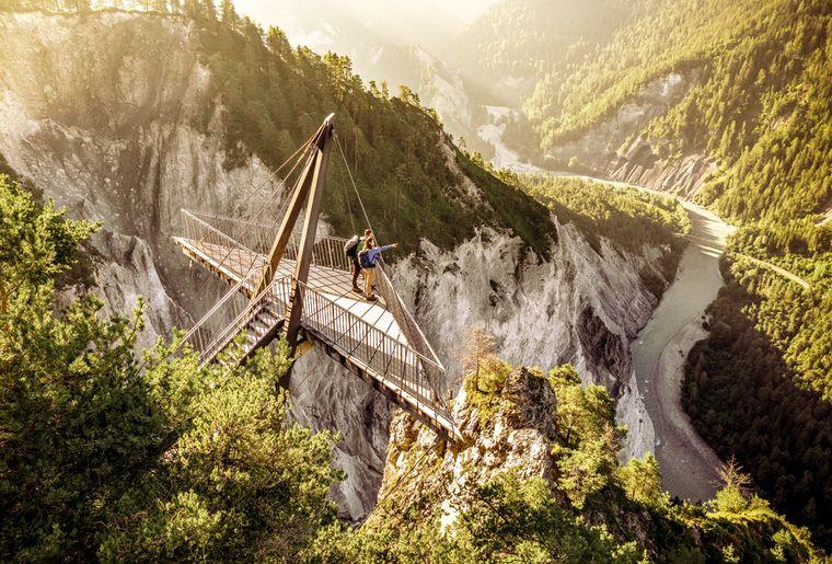 grisons-gorges-rhin-alpine-circle-graubunden.jpg