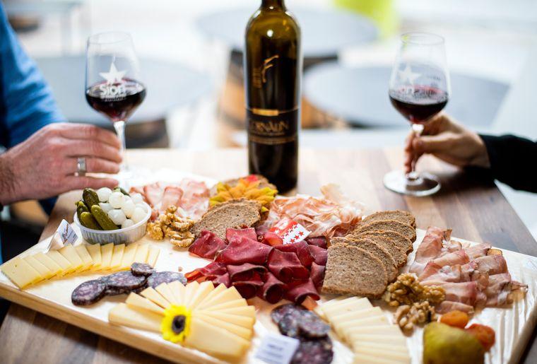 sion-wine-tour-planchette