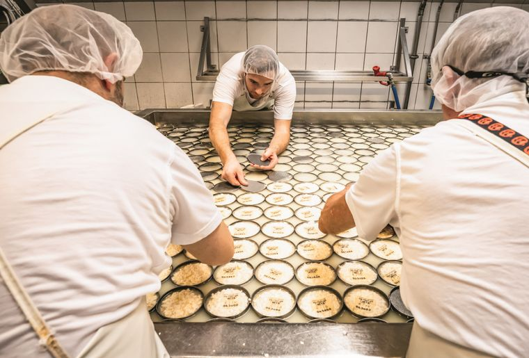 fromagerie-franches-montagnes-fabrication.jpg