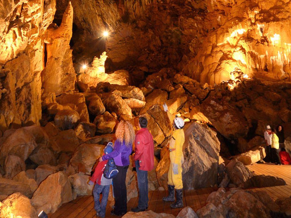 Balade en famille à la découverte des grottes de Vallorbe et de leur mystérieux Trésor des Fées