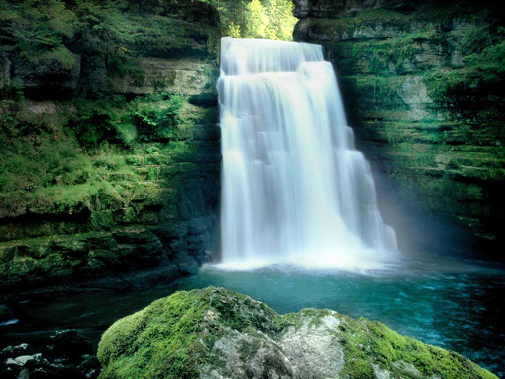 Balade fraîcheur au fil de l'eau jusqu'au Saut-du-Doubs, entre méandres, falaises et cascades