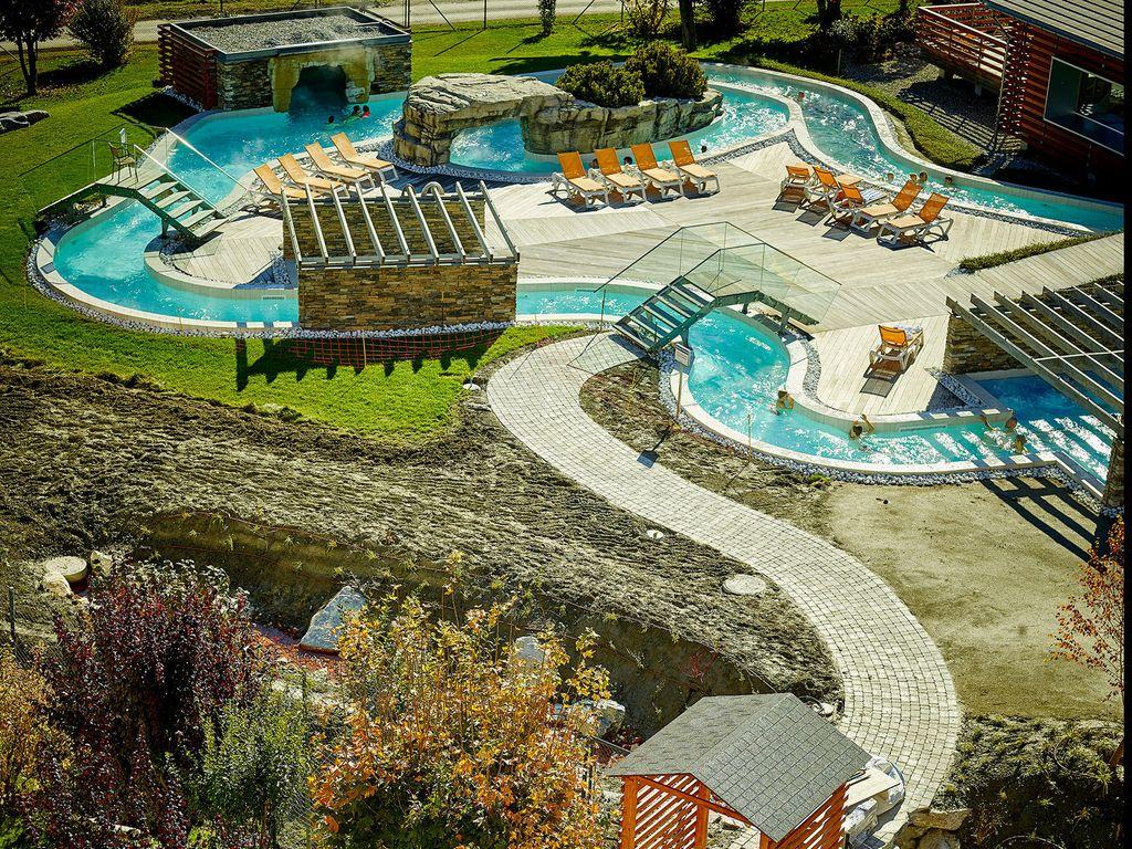 Les plus belles piscines de Suisse romande - Bains de Saillon