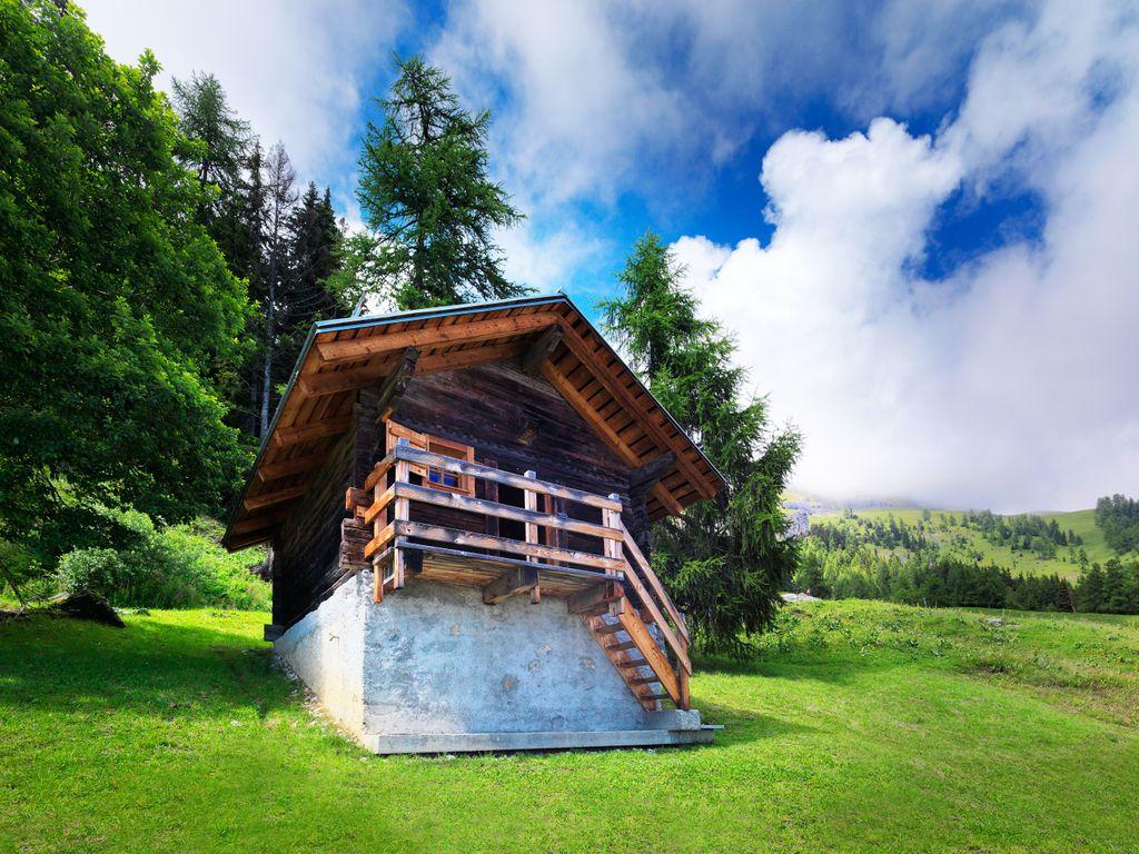 Hébergements insolites - Dormir dans un chalet d'époque – Hameau de Colombire à Crans-Montana en Valais