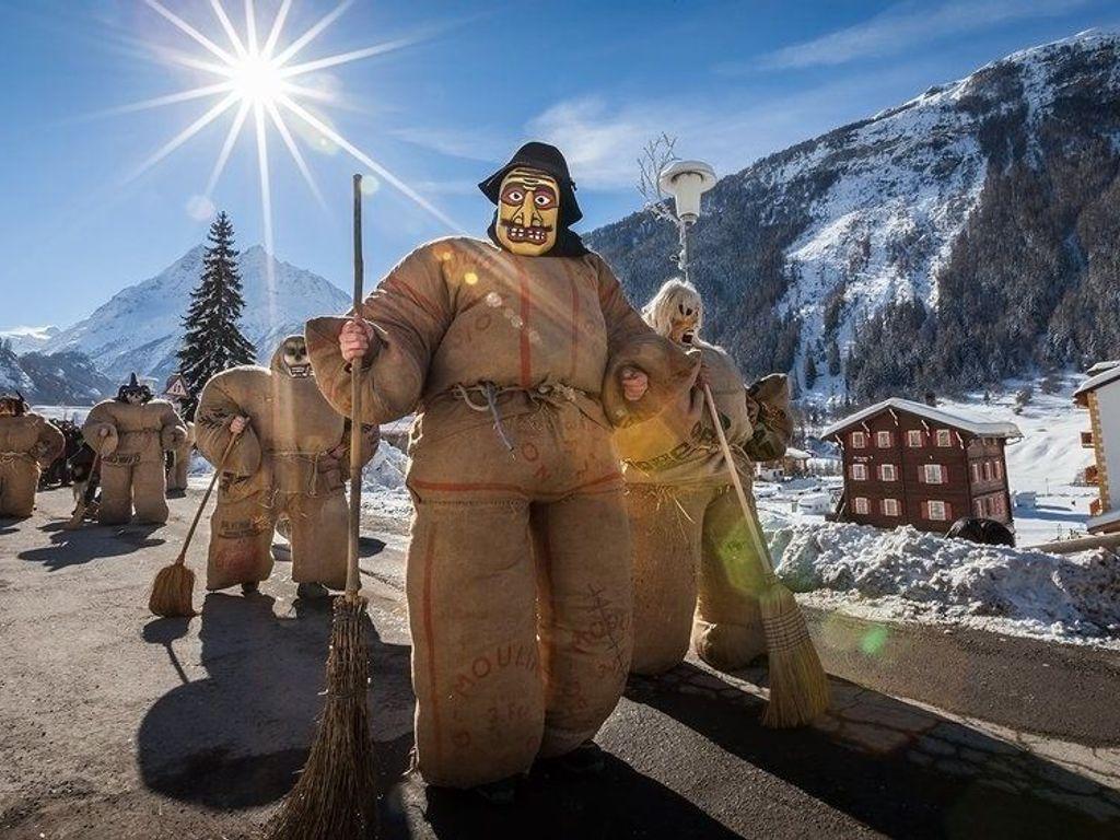 Carnaval d'Evolène, un rendez-vous insolite dans le Val d'Hérens