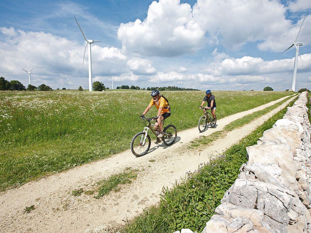 E-bike en Suisse romande - Les plus belles balades avec location pour découvrir le vélo électrique – Mont-Soleil Tour au départ de Saignelégier