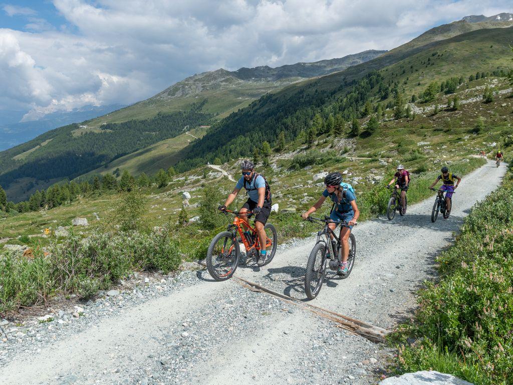 E-bike en Suisse romande - Les plus belles balades avec location pour découvrir le vélo électrique – Parcours Hôtel Weisshorn au départ de St-Luc dans le val d'Anniviers