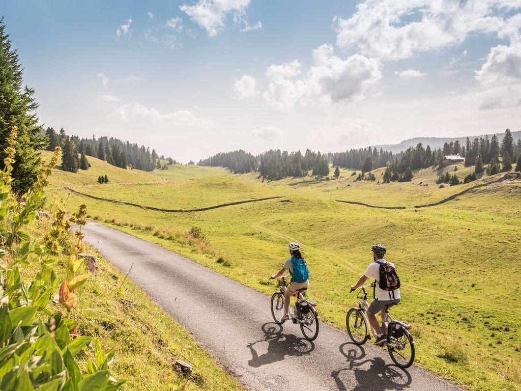 E-bike en Suisse romande - Les plus belles balades avec location pour découvrir le vélo électrique - La Route Verte entre Genève et Schaffhouse