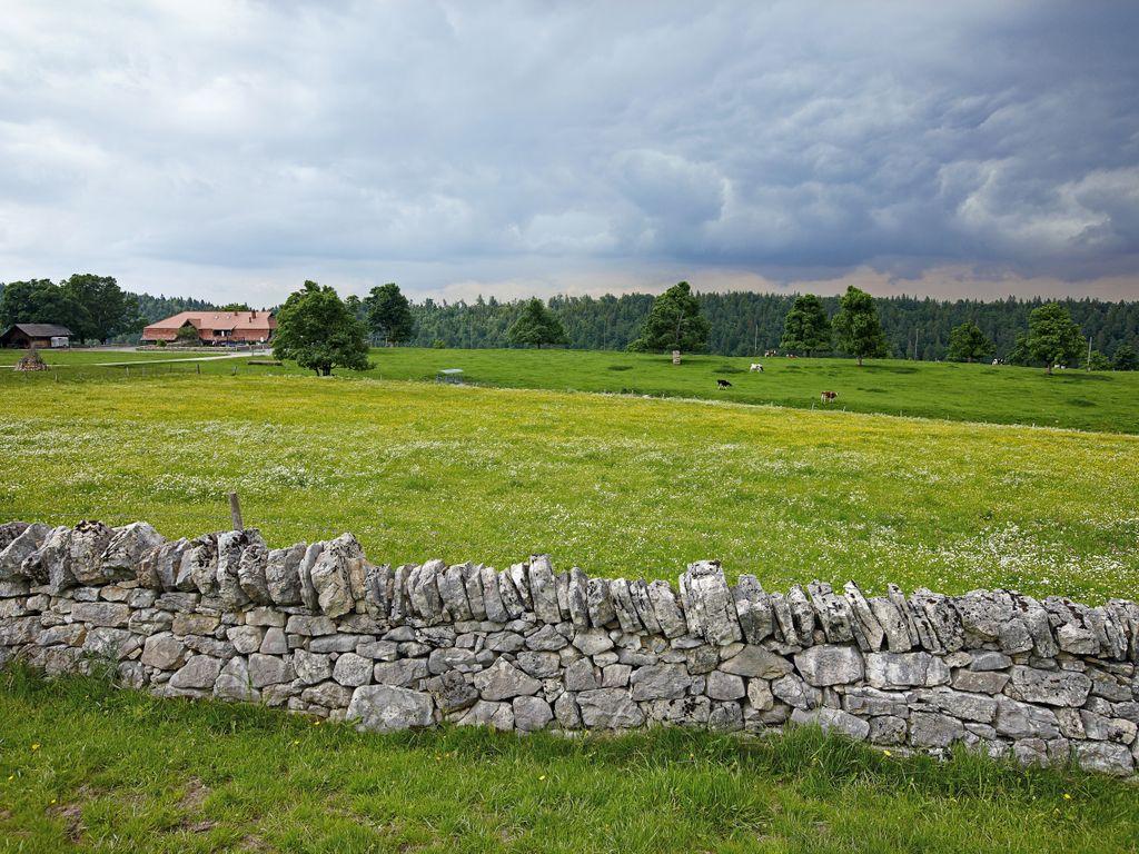 Hébergements insolites - Dormir dans un chalet d'époque – Métairie du Bois-Raiguel à Cortébert dans le Jura bernois