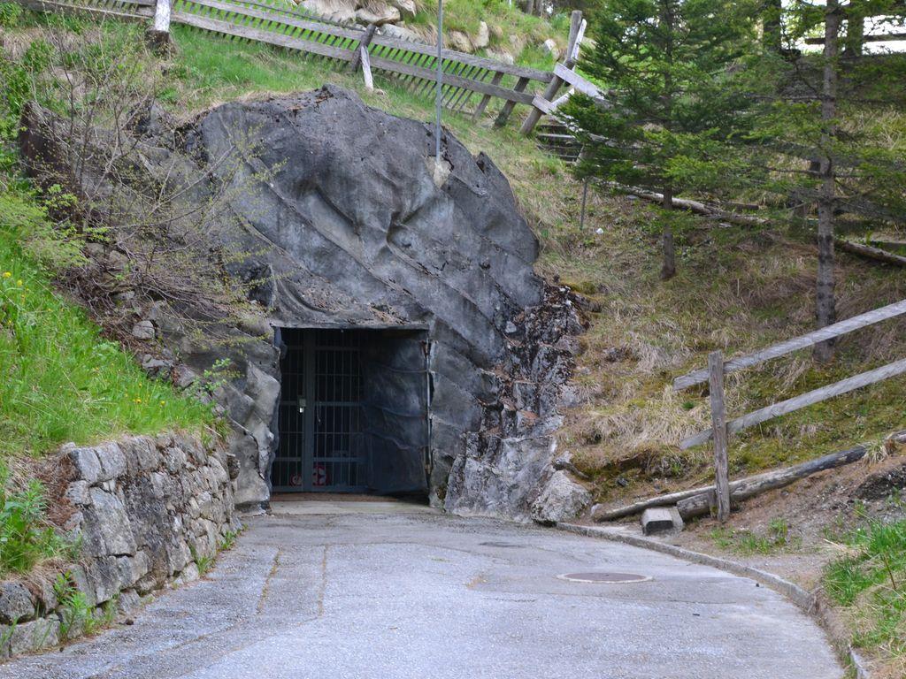 Visite insolite dans le fort militaire de Champex-Lac