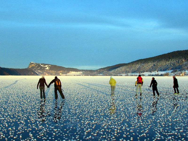 Sites hivernaux féeriques de Suisse romande: lac de Joux gelé