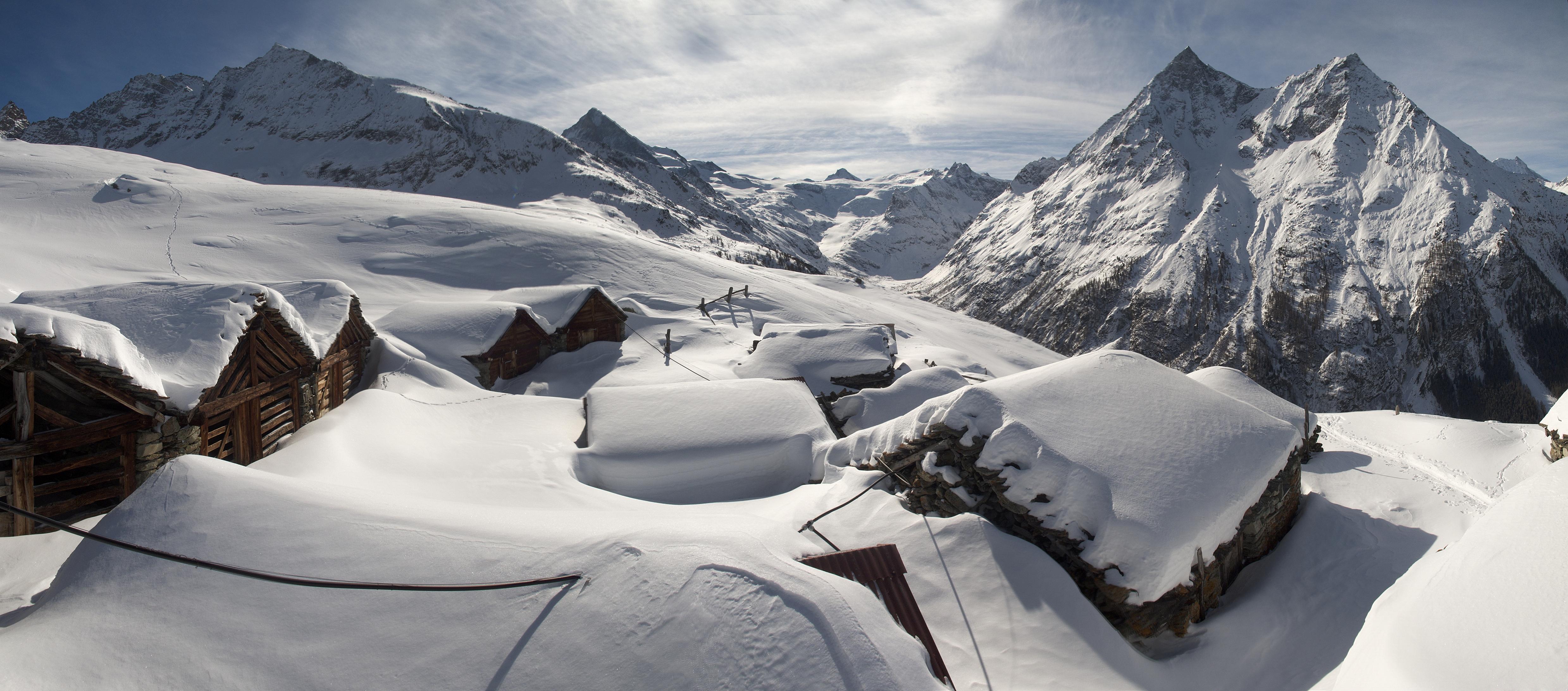 Sites féeriques en Suisse romande: mayens de Bréona