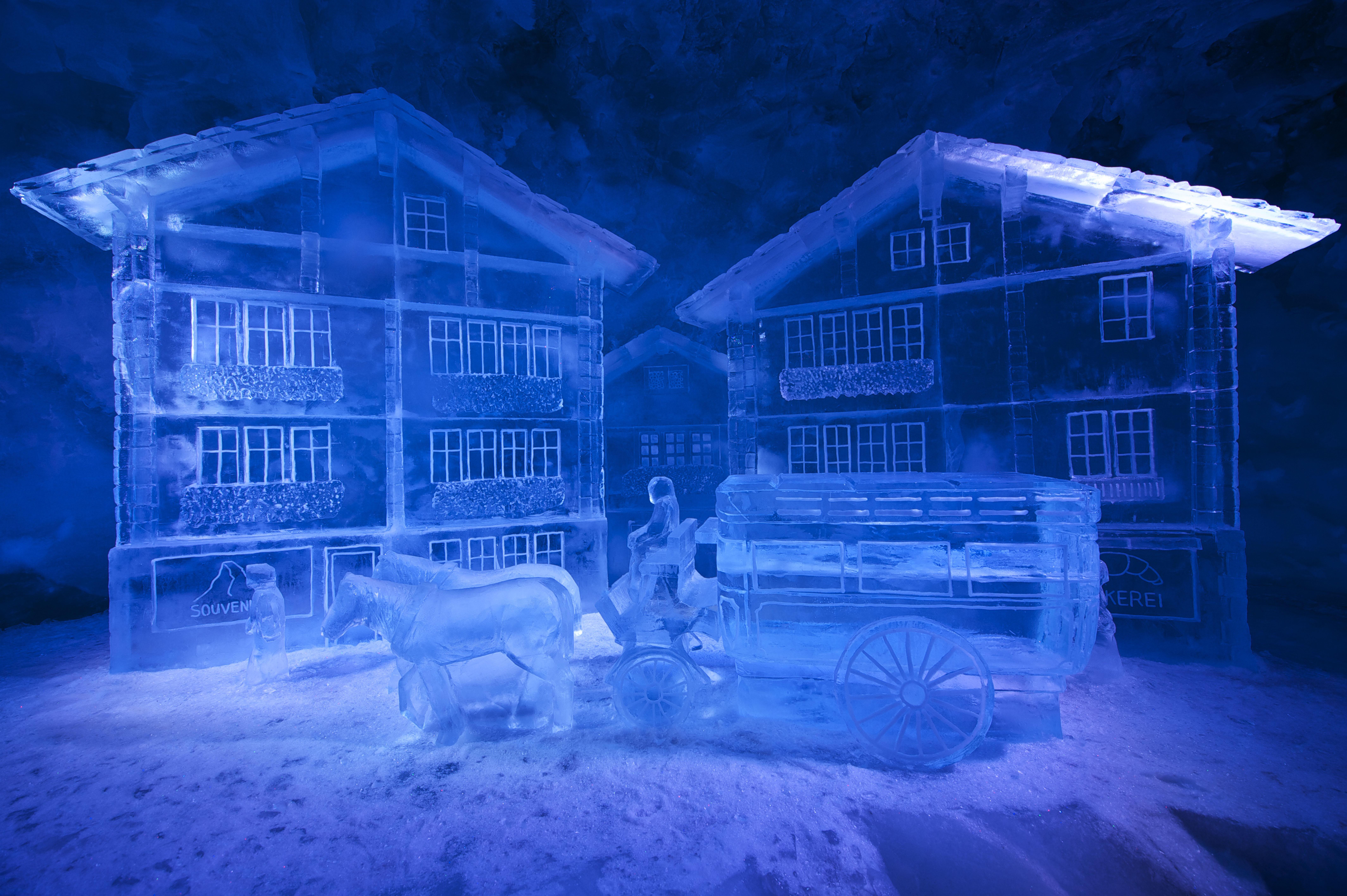 Sites féeriques en Suisse romande: grotte de glace de Zermatt