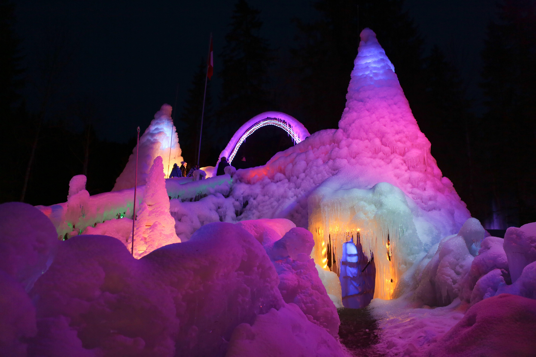Sites hivernaux féeriques de Suisse romande: Palais de glace du lac Noir