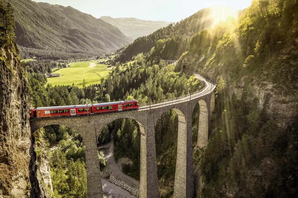 Bons plans pour vos vacances d'été en Suisse - A la découverte du viaduc de Landwasser, dans les Grisons, via l'Alpine Circle
