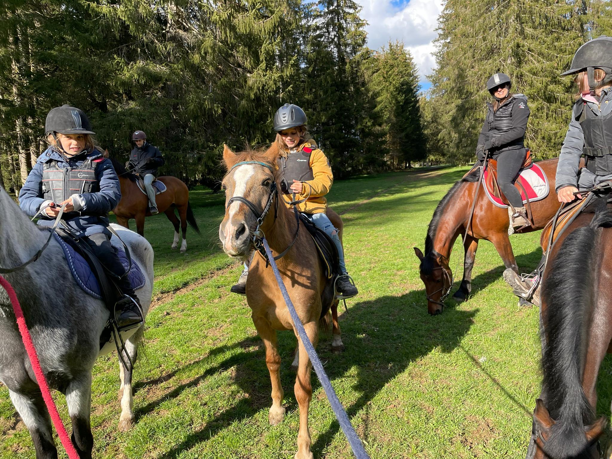 Le voyage de la famille Cavadini: balade à cheval