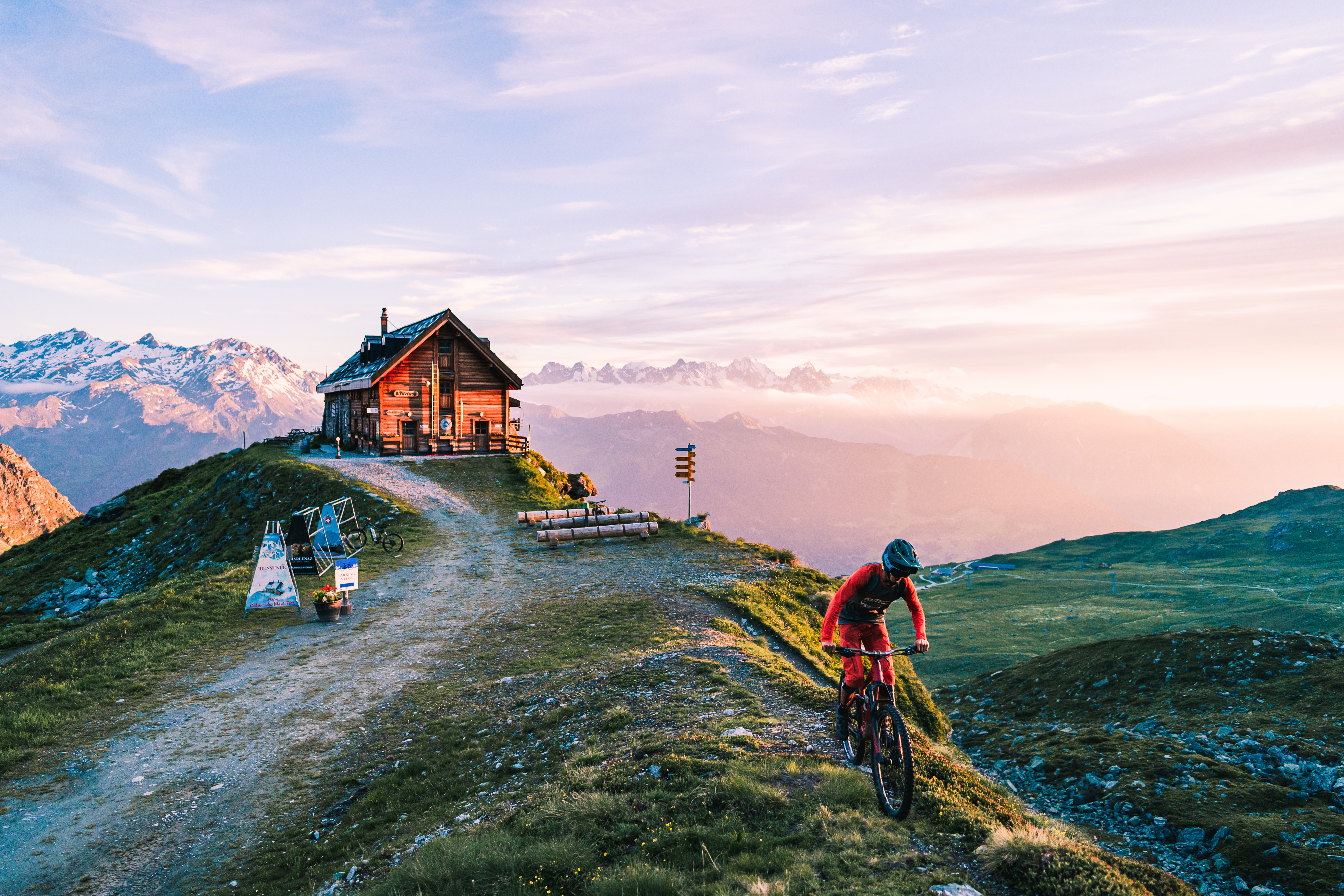 Les plus belles cabanes de montagne de Suisse - Cabane du Mont-Fort en Valais
